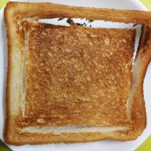 食パンの耳をカリカリに焼く方法
